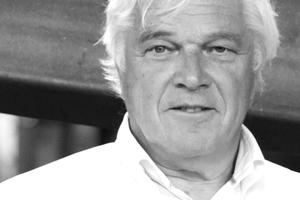 """<div class=""""autor_linie""""></div><h2>Autor</h2><div class=""""autor_linie""""></div><p>Unser Autor (und Heftpate) Prof. dr. ir. Mick Eekhout studierte an der TU Delft, wo er für viele Jahre eine Professur innehatte (""""Produktentwicklung in der Architektur""""). Mick Eekhout gründete 1975 sein Architekturbüro, das 1983 von seiner Firma Octatube, Spezialist für Fassaden und Dächer in der Architektur, abgelöst wurde. Die hier entwickelten und produzierten Konstruktionen wurden weltweit in Aluminium, Stahl, Glas, Karton, PVC-beschichtetem Polyester und glasfaserverstärktem Polyester realisiert. Er hat mehr als 20 Bücher und viele hundert Fachbeiträge veröffentlicht</p><div class=""""autor_linie""""></div><p><a href=""""http://www.octatube.nl"""" target=""""_blank"""">www.octatube.nl</a>.</p>"""