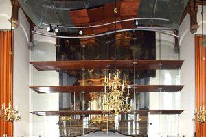 Abb. 17: Entwurf für einen gläsernen Vorhang in der Nieuwe Kerk, Den Haag, der demnächst einmal neu gemacht werden könnte mit kaltgebogenem, 2x1mm laminiertem Glas