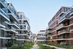 Trotz der hohen Bebauungsdichte (GFZ 2,83) wirken die vielseitig nutzbaren Freiräume zwischen den Gebäuden weiträumig