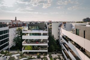 """Hinter dem Vorderhaus entsteht im Zusammenspiel mit den drei """"Gartenhäusern"""" ein zentraler, gemeinschaftlicher """"Gartenhof"""", der sich auf dem Dach des Supermarkts befindet"""