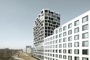 Das Gebäudeensemble Friends versucht Urbanität mit Freizeitwert zu verbinden – in der Nähe einer viel befahrenen Straße gelegen, grenzt es an einen Grünstreifen und liegt gegenüber des Hirschgartens in München