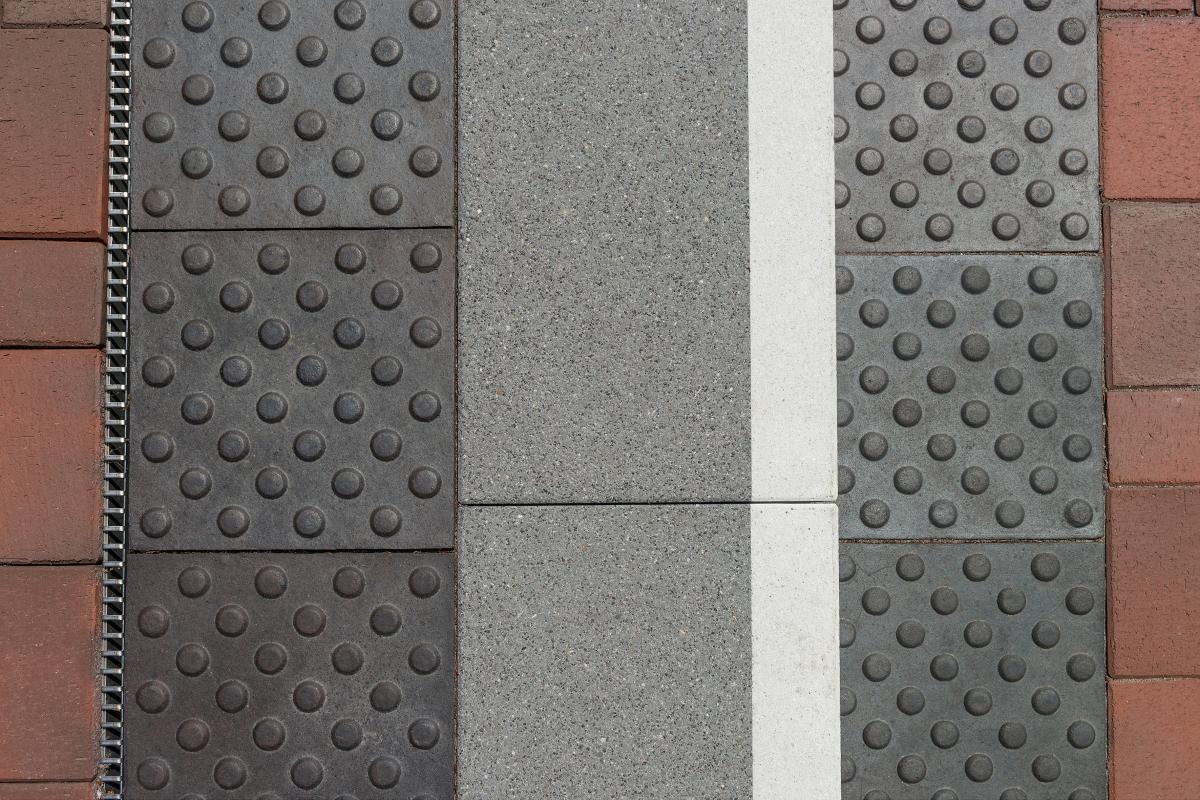 Blindenleitsystem Aus Pflasterklinker Deutsche Bauzeitschrift