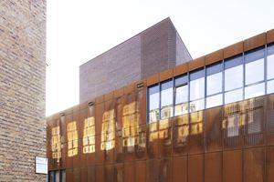 Städtebaulich und stadträumlich wurde die zentrale denkmalgeschützte Maschinenhalle in das Konzept integriert