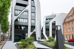 Der Sonnenhof besteht aus vier neuen Gebäuden mit Büro- und Wohneinheiten, die um einen zentralen Hof angeordnet sind und interessante Durchgänge und -blicke schaffen