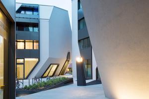 Öffentliche Durchwegungen verbinden das Gebäudeensemble Sonnenhof mit der Stadt. Die Architekten spielen dabei mit Enge und Weite
