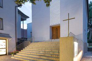 Innen wie außen wurde die Kirche radikal wie zugleich respektvoll aufgeräumt