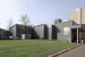 """<irspacing style=""""letter-spacing: 0.01em;"""">Steht nahe bei: die Architekturikone von Hans Hollein, das Museum Abteiberg</irspacing>"""