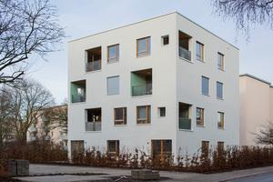 Jede Wohnung hat eine Loggia bzw. im Erdgeschoss eine Terrasse mit einem kleinen Mietergarten