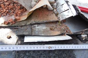 Bild7: Anschlussbereich der Abdichtung des Flächenbereichs an die Metalldeckung