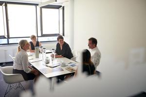 Sandra Greiser (l.) und Inga Schaefer (Mitte) waren zu Gast bei Koschany + Zimmer Architekten in Essen