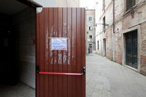 Das ist nicht die Biennale! Die Venezianer haben die Nase voll ... und leben heftig von den zig Millonen Touristen in jedem Jahr