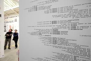 """Giardini, Spanischer Pavillon: Zahlenwerke, Diagramme, der ganze Wahnsinnn hochschulinterner  Diskurse und Forschungen, 143 Beiträge ... :  """"Becoming"""", ja, aber was wurde wirklich?"""