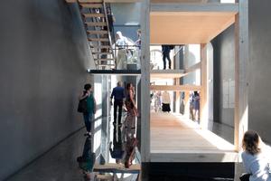 Giardini, Österreichischer Pavillon: Innen ein Kletterregal