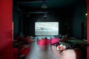 Giardini, Zentraler Pavillon: Relaxatmosphäre in zahlreichen Kinosälen