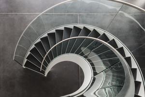 Von der Galerie aus beeindruckt die Leichtigkeit der Treppe besonders<br />