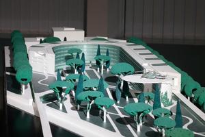 """Modellansicht, schön zu sehen der Hubschrauberlandeplatz, ein """"Aha"""" im ganzen Entwurf, so Axel Schultes"""