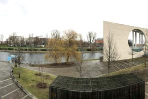 Panorama mit Band des Bundes, Kanzlergarten und Terrasse des Haus der Kulturen der Welt (HKW, 195/57. Architekt: Hugh Stubbins)