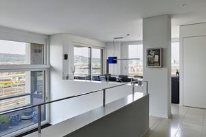 Die Raumhöhe der Regelgeschosse  von 2,60m weitet sich in den Split- Leveln einiger Wohnungen auf  eine Höhe von 3,60m bis 4,60m.  Sämtliche Wohnungen sind nach  Minergie-ECO zertifiziert und mit einem dezentralen Lüftungssystem mit Energierückgewinnung ausgestattet