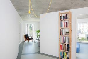 Die Wohnungen sind jeweils so angelegt, dass sich die Tagesräume wie eine Zange um Schlafzimmer und Bäder legen. Korridore gibt es keine