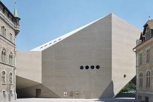 Gemeinsam mit der kreativen Betontragekonstruktion und der speziell entwickelten Betonrezeptur konnte der architektonische Entwurf und seine Intention umgesetzt werden
