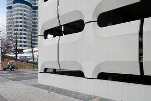 Im Westen steht das <br />BMW-Verwaltungsgebäude mit Museum