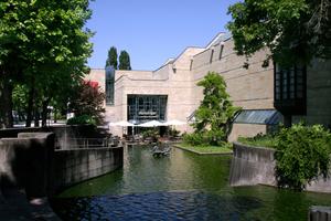 Die Neue Pinakothek, eine Burg für die Kunst, wegen Sanierung bis 2025 geschlossen