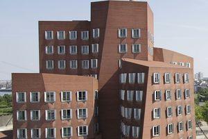 Teil des Neuen Zollhof in Düsseldorf, ein Gehry von 1999