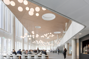 Die Architekten ermöglichen informelle Treffen der Mitarbeiter, Studierenden und Lehrenden auf der Science Plaza – einem offenen Bereich mit Küchenzeile