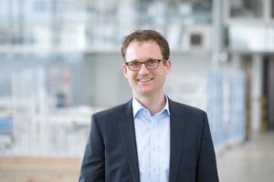 """Dr.-Ing. Fabian Schmid ist Leiter Entwicklung digitale Werkzeuge &amp; Systemintegration bei der se commerce GmbH / seele Gruppe und übernimmt seit 2017 die Konsortialführung DigitalTWIN<a href=""""http://www.seele.com"""" target=""""_blank"""">www.seele.com</a>"""