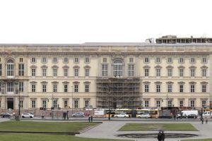 Schlossfassade zum Lustgarten, bereits ohne Humboldt-Box