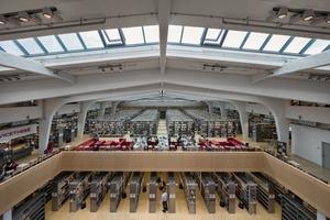 Umgestaltung zum Erinnerungs- und Lernort: die Bibliothek in der denkmalgeschützten Großviehhalle des ehemaligen Schlachthofs Düsseldorf