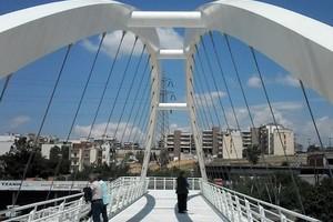Die Fußgängerbrücke in Thessaloniki dient als Referenzobjekt für das Forschungsprojekt
