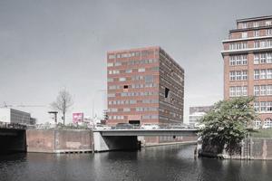"""Förderpreise in der Kategorie """"Gebäude"""":  """"Thick brick building - living and working in Hamburg"""" Verfasser: Dominic Ahn, Matthew Dueck und Lukas Prestele"""