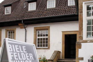 Bielefelder Kunstverein im Waldhof. Außen eher unscheinbar, innen immer ein Architektur-/kunsterlebnis