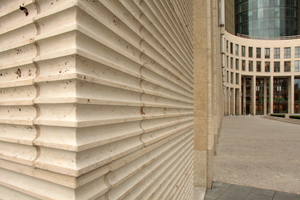 "02 Kannelüren, Fassade Sockelgebäude ""Tower 185"", Frankfurt a. M. (Mäckler Architekten)"