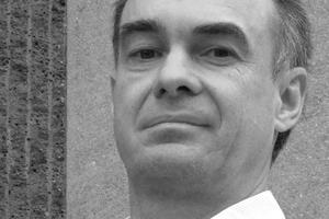 """Reiner Krug ist seit 2002 Geschäftsführer Deutscher Naturwerkstein-Verband e.V. (DNV), Würzburg, Mitglied in allen einschlägigen nationalen (DIN) und europäischen (CEN) Normenausschüssen und in zahlreichen Ausschüssen mit der Erstellung von Richtlinien und Merkblättern befasst. Er ist öffentlich bestellter und vereidigter Sachverständiger für Natur- und Betonwerksteinarbeiten und Vorsitzender der Technischen Kommission im europäischen Natursteinverband EUROROC.<a href=""""http://www.natursteinverband.de"""" target=""""_blank"""">www.natursteinverband.de</a>"""