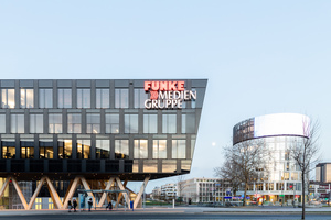 Der Medienturm beherbergt die größte Newswall Deutschlands