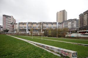 So geht Wohnen im Ihme-Zentrum: Blick auf die Ihme und die Innenstadt Hannovers dahinter