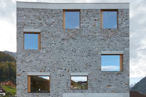 Fensterstürze und Attika wurden aus Ortbeton erstellt