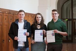 (v. l.): Tim Schulze, Lisa Mätzold und Martin Hafemann – insgesamt nutzten 33 Studierende ihre vorlesungsfreie Zeit, um am Zusatzkurs teilzunehmen