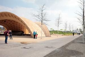 Vorne der Holz-, hinten der Faserpavillon. Prototypen der Universität Stuttgart auf der BUGA 2019 in Heilbronn