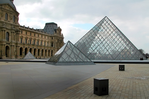 Die Glaspyramide des Louvre