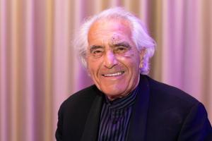 Johannes Dinnebiert erhielt den Ehrenpreis für sein Lebenswerk. Gemeinsam mit seiner Frau Lisa gründete er 1956 sein Unternehmen Licht im Raum in Düsseldorf. Das Planungsbüro in Wuppertal folgte dann 1965