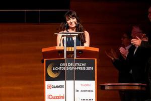 Sarah Textor strahlte bei der Überreichung des Nachwuchspreises