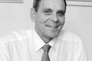 Dietmar Walberg ist Architekt und Geschäftsführer der Arbeitsgemeinschaft für zeitgemäßes Bauen e.V. (ARGE//eV). Die ARGE//eV ist u.a. Bauforschungseinrichtung in der Bundesrepublik Deutschland seit 1950 sowie Rationalisierungsinstitut und Bauinstitut für den Wohnungsbau des Landes Schleswig-Holstein seit 1972. Schwerpunkt der Bauforschung ist die permanente Beobachtung der Marktsituation im Wohnungsbau hinsichtlich der Bau- und Bauwerkskostenentwicklung sowie der baulichen und qualitativen Standards und deren Angemessenheit. Weiterhin gehören die Erprobung und Erforschung neuer Bauarten und Baumethoden sowie die Schaffung von Grundlagen für bezahlbaren Wohnraum zu den Kernaufgaben der ARGE//eV.www.arge-ev.de