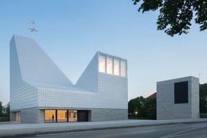 Große Nike: Kirchenzentrum Seliger Pater Rupert Mayer, Poing meck architekten (München), Bauherrschaft: Erzbischöfliches Ordinariat München