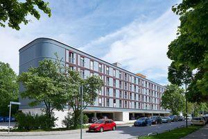 Nike für Neuerung: Parkplatzüberbauung am Dantebad, München Florian Nagler Architekten (München), Bauherrschaft: Gewofag Projekt GmbH
