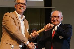 """""""Staffelstabübergabe"""" von Ehrenpräsident Hans Georg Wagner an den neuen BDB-Präsidenten Christoph Schild"""
