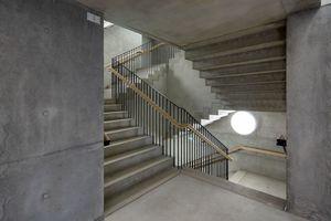 Sachlichkeit und Kühle strahlen die Treppenhäuser aus<br />