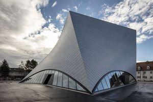 Die neue Landesgalerie Niederösterreich in Krems-Stein an der Donau beruht auf der kühnen Vision der Architekten, dem politischen Willen, gepaart mit dem orchestrierten Zusammenspiel von Museumsexperten, Handwerkern und Firmen